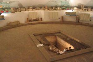mormantul-cu-papirus-m-300x225